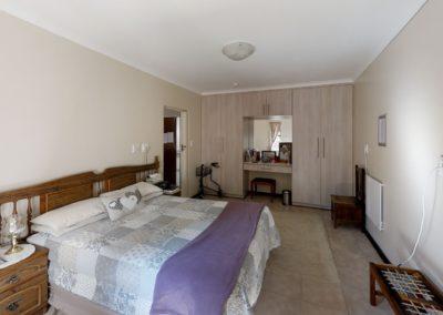 Trans-50-Acacia-Park-Madeliefie-Bedroom2