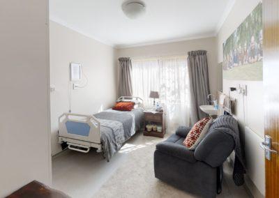 Trans-50-Acacia-Park-Wag-N-Bietjie-Bedroom2