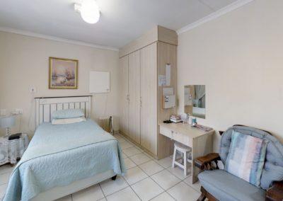 Trans-50-Fichardt-Park-Enkel-Kamer-Bedroom1 (1)