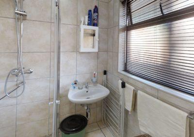 Trans-50-Mopanie-107-Bachelor-Bathroom