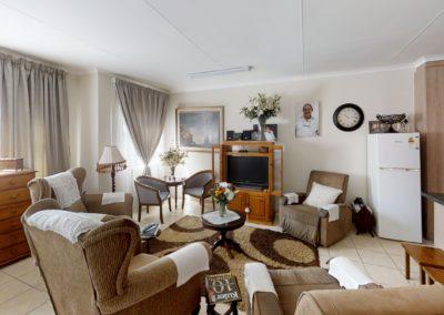 Trans-50-Mopanie-109-Bachelor-Living-Room