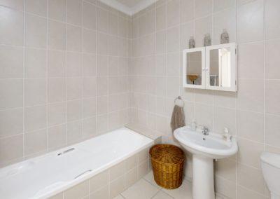 Trans-50-Witfield-Park-2-Slaapkamer-Bathroom
