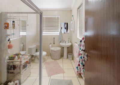 Trans-50-Witfield-Park-Enkel-Kamer-Bathroom