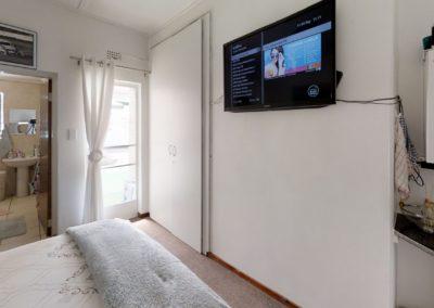 Trans-50-Witfield-Park-Enkel-Kamer-Bedroom (2)