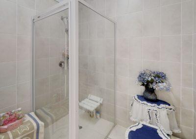 Trans-50-Witfield-Park-Enkel-Woonstel-Bathroom (1)